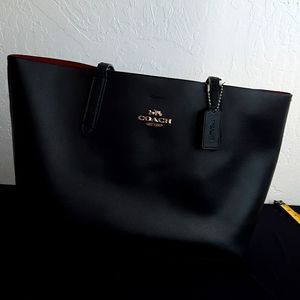 BLACK COACH TOTE WITH MATCHING WALLET